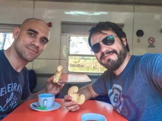 Café com Chipa no vagão restaurante