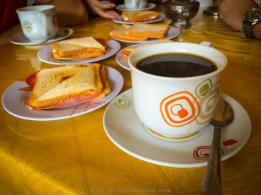 Café para comemorar mais um dia de aventura
