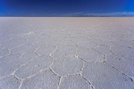 Uma das várias texturas da superfície do lago de sal.