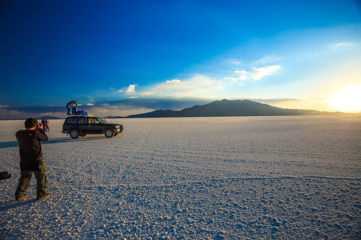 Melhor hora para fotografar. O sol caindo, a textura do sal e outro fotógrafo com a mesma ideia.