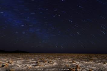 Estrelas cobrindo o deserto