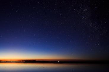 O sol empurra as estrelas.