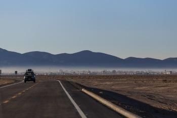 Cidade de Uyuni sob a névoa da manhã.